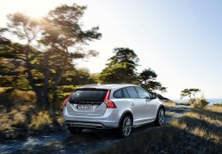 volvo-v60-cross-country-2015-02