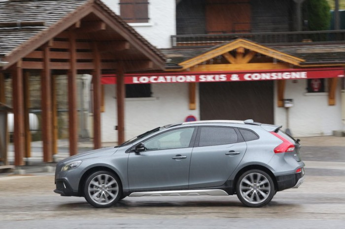 volvo-v40-cross-country-d4-drive-e-190-photo-laurent-sanson-14